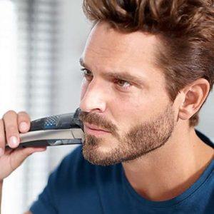 hombre rasurándose la barba