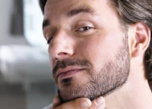 hombre joven con barba corta