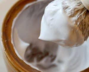 brocha de afeitar con espuma