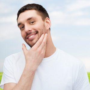 hombre con barba de tres días