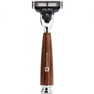 maquinilla de afeitar clásica con mango de madera