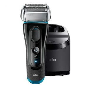 máquina de afeitar eléctrica y cargador