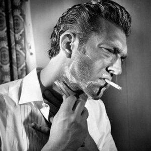 hombre con afeitado tradicional