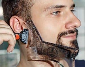 hombre usando una patilla con barba de 3 días