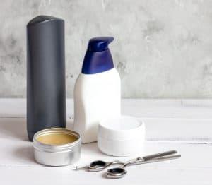 gomina para el pelo y otros productos