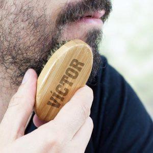 cepillo para la barba pequeño