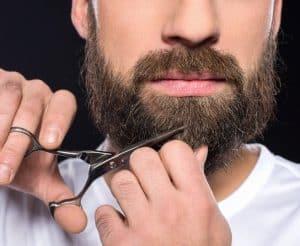 cortarse la barba con tijeras para barba