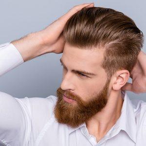 hombre con cera en el pelo