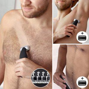 hombre usando varias afeitadoras corporales Philips