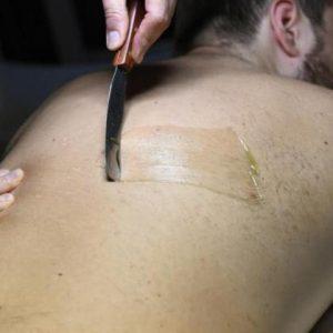 depilación corporal masculina espalda con cera