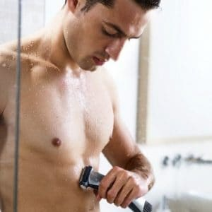 depilación corporal masculina con maquinilla