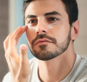 antiojeras para hombre en el rostro de un hombre