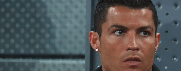 cristiano Ronaldo con las cejas depiladas