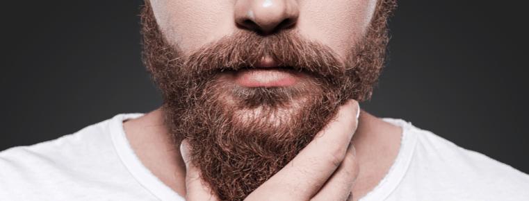 hombre joven con barba