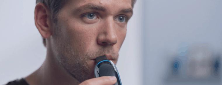 hombre usando la recortadora de barba Braun
