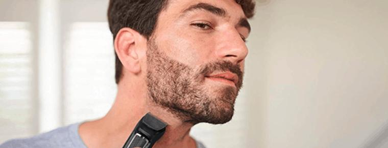 hombre usando una recortadora de barba rowenta